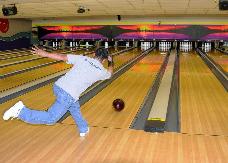 Bowlin_Alley_-_Public_Domain_image_by_the_Federal_Government_US_Navy_Wiki_Commons_-_2009_posted_in_2013.jpg